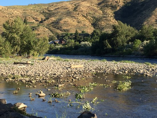Monitor, WA: Beautiful RV and day park on the Wenatchee River. Manicured and clean.   Reservations advised