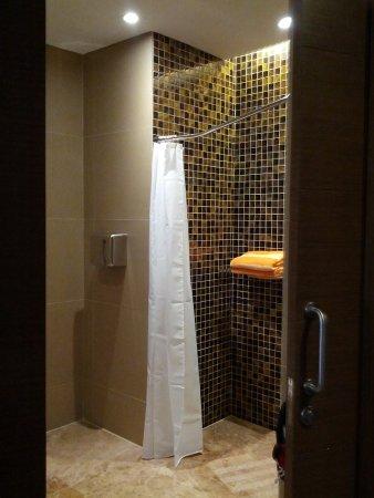 Begehbare Dusche Mit Sitzbank Picture Of Dorsett Singapore