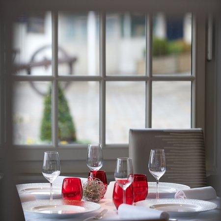 restaurant les flots dans la rochelle avec cuisine fran aise. Black Bedroom Furniture Sets. Home Design Ideas