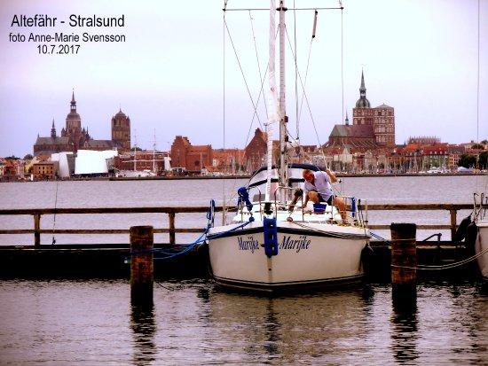 Gohren, ألمانيا: Altefähr med Stralsund inzomad i bakgrunden.