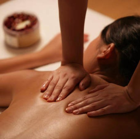 Shanghai, China: body massage with oil