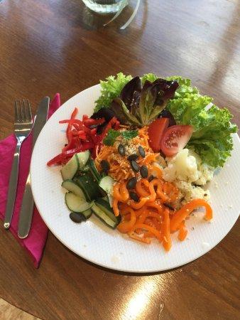 Buelach, Switzerland: Über Mittag: Feine Salate, Sandwiches und Mehr, immer frisch zubereitet