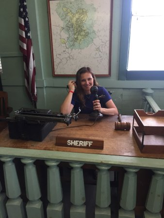Mount Airy, NC: Court house scene
