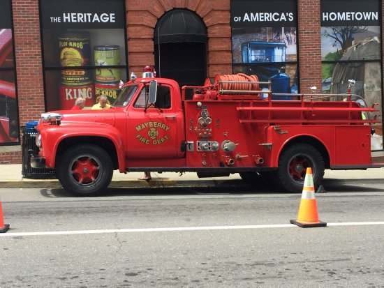 Mount Airy, Carolina del Nord: Old fire truck