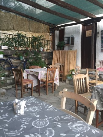 Makrinitsa, Greece: A+B Taverna