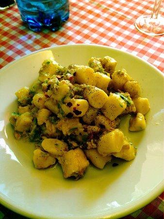 Osteria Fosca Umbra: Oggi ho mangiato questi gnocchi con tonno e zucchine buonissimi