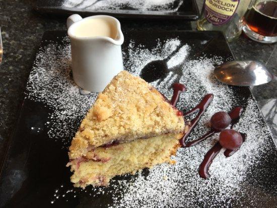 Haslingden, UK: Crunch Cherry Cake