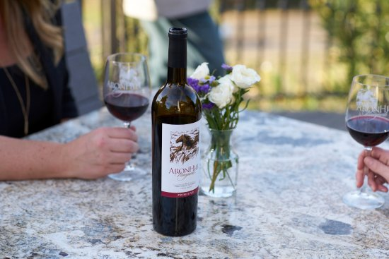 Templeton, CA: Enjoy a bottle of wine on our patio