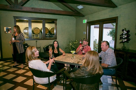 Templeton, Californie : Our inviting Tasting Room