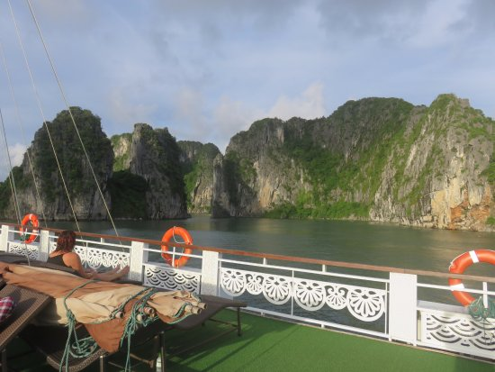 Bai Tu Long Bay: Awesome place.