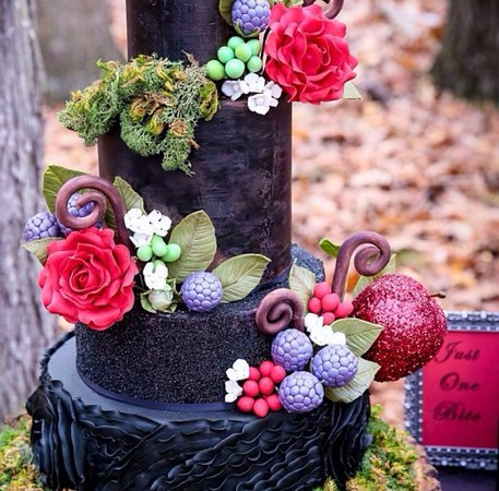 West Nyack, NY: Custom Snow White Wedding Cake