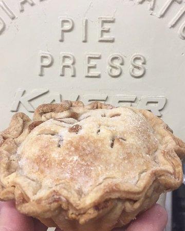 West Nyack, NY: Individual Apple Pie
