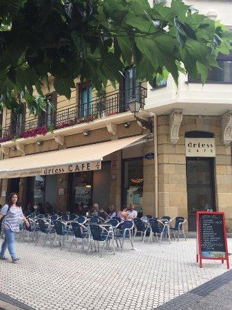 Restaurante artess caf en san sebasti n con cocina otras - Cocinas san sebastian ...