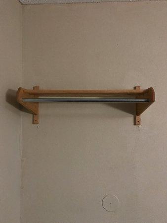 Sunset Inn: No hangers