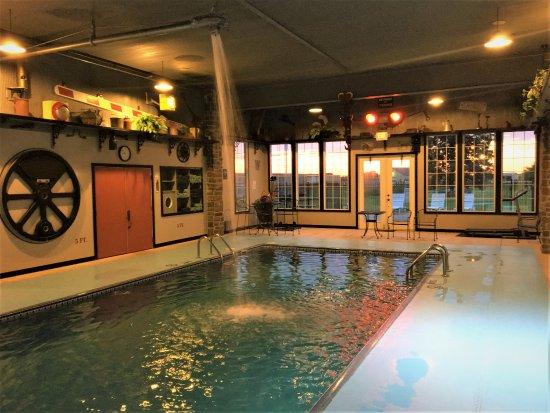 La Plata, มิสซูรี่: Locomotive featured Indoor Pool