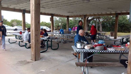 Harbor Heights Park: Under the structure picnic tables for 20 to 30 people. By Chato Stewart