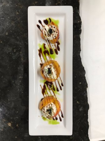 Baci Cafe & Wine Bar : Peach from Dry Creek with Burrata & Pearls of Balsamic