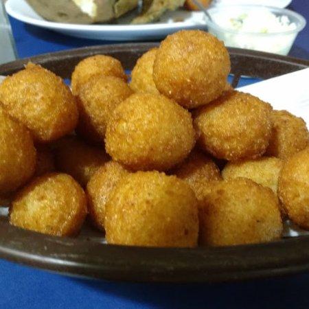 Harrisburg, นอร์ทแคโรไลนา: Hushpuppies -- delicious!