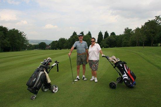 Nelson, UK: Couples golf.