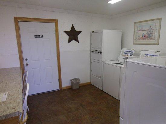 Wickenburg, AZ: Laundry