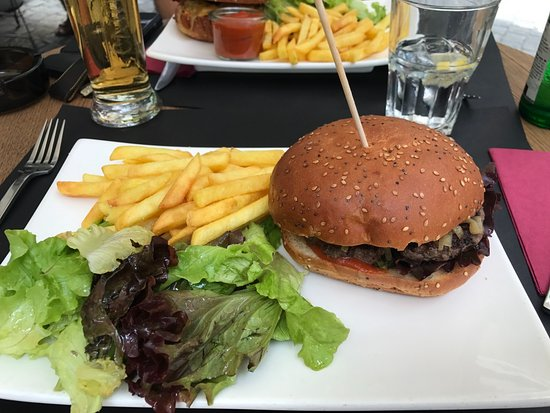 TM Cafe Talkwine : Classic Burger, froid, pain sec