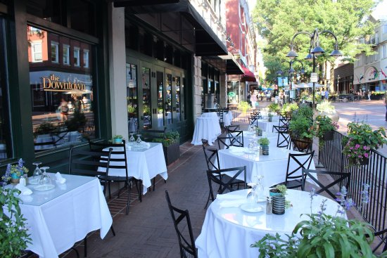 Downtown Grille: Patio Dining