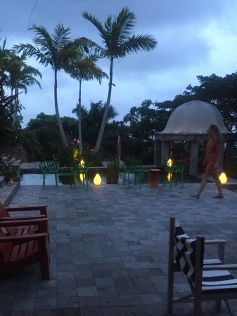 Nevis: Evening setting