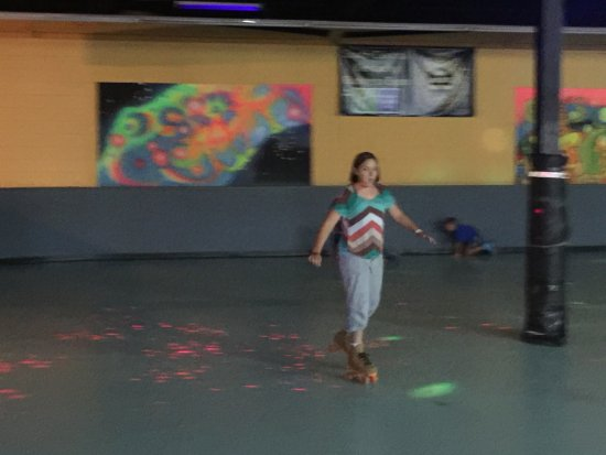 Glasgow, KY: Fun roller skating!