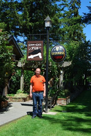 Crow & Gate Pub : Lovely grounds and gardens