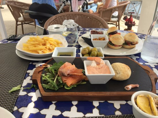 The Waterfront: Fish platter, mini-burgers and truffle fries