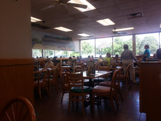 Arlington Heights, IL: more of the dining area
