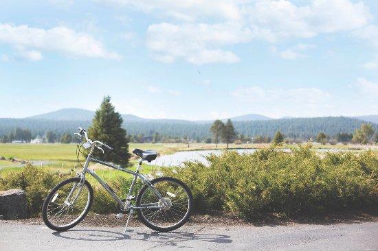 Sunriver Resort: on the bike trail