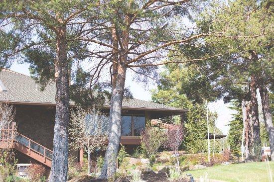 Sunriver Resort: view of the main lodge