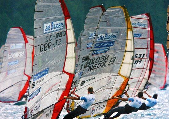 Silvaplana, Suisse : Surfen auf dem Silvaplaner See