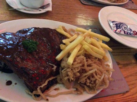 Randburg, Sudafrica: Ribs chips and onion rings