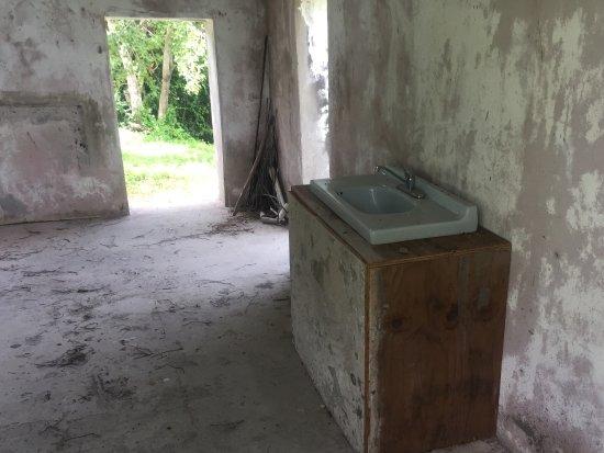 Montravers Great House: A fancy sink installed?!