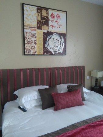 Un letto king-size dove abbiamo dormito in tre (comodamente ...