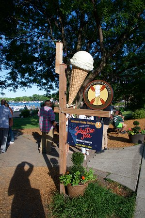 Excelsior, MN: Look for the ice cream cone
