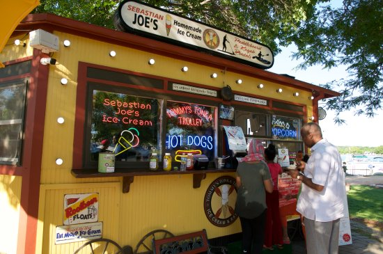 Excelsior, MN: Fast food and ice cream