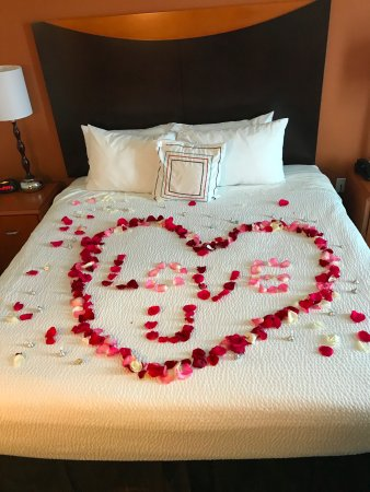 Fairfield Inn & Suites New Braunfels: This is what Carla and Bethe Anne did in our room. Just ask them to do something nice..