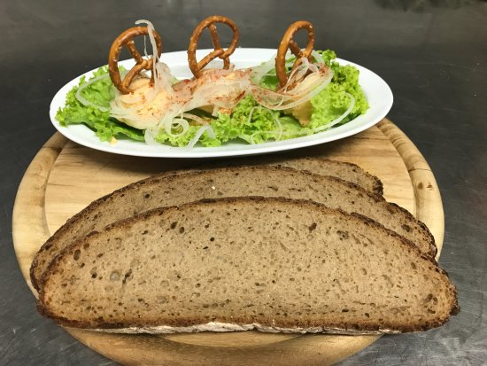 Schwabach, ألمانيا: Obatzder mit Brot