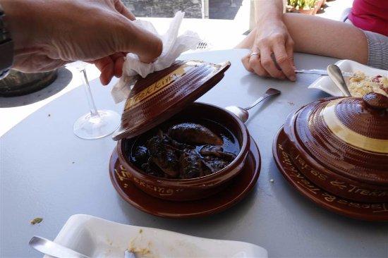 El Paso, إسبانيا: Chucos locos, inktvis gevuld met gehakt