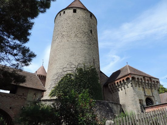 Estavayer-le-Lac, Schweiz: The turrets of the castle are visible throughout town