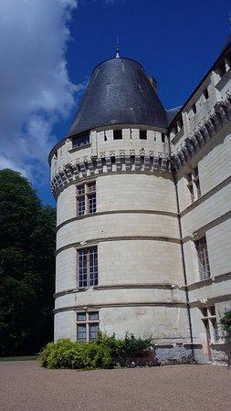 Azay-le-Rideau, France: Une des tours du château