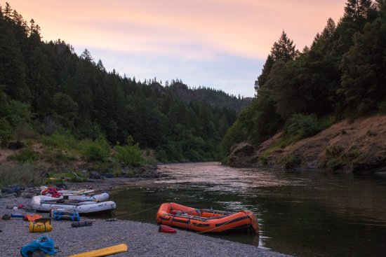Merlin, OR: Evening at champagne bar Rogue River