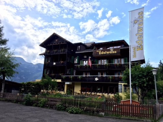 Hotel Edelweiss: Front of the hotel