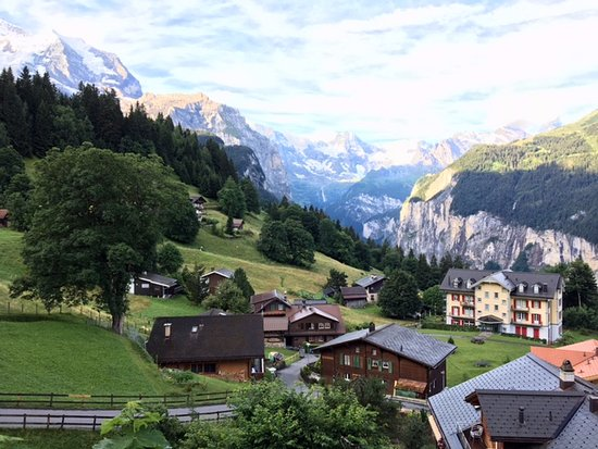 Hotel Edelweiss: View from a trail that starts very close to the hotel