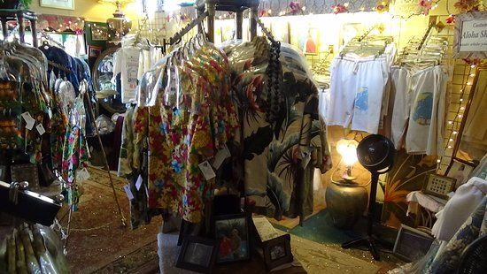 Hanapepe, Hawái: Aloha shirts ready to be tailored for you