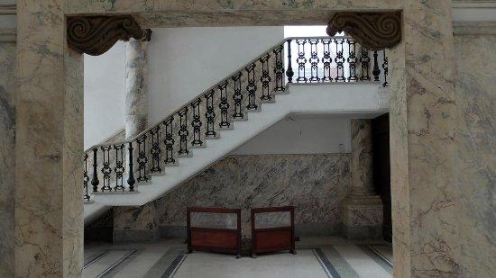 Bel Escalier De Marbre Et Sa Rampe De Fer Forg Picture Of Museo De La Farmacia Habanera