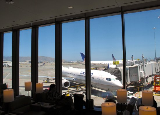 United Club at SFO T3 East Pier - View of Tarmac, looking toward Gates 70-71